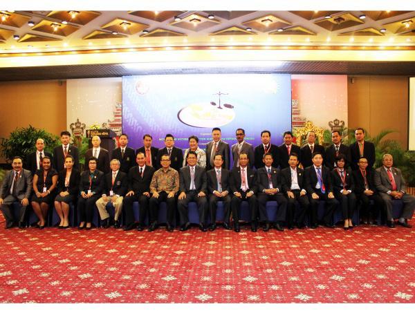 Foto Bersama Para Delegasi Inter-Regional Asia Nations Meeting